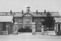 Здание Карафутского губернского суда, располагавшегося ранее на ул. Сахалинской (в районе детской поликлиники).