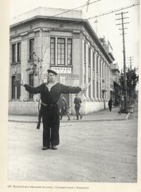 Военный регулировщик на улице г. Одомари (ныне г. Корсаков)