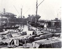 Порт Маока в первые часы после взятия города.