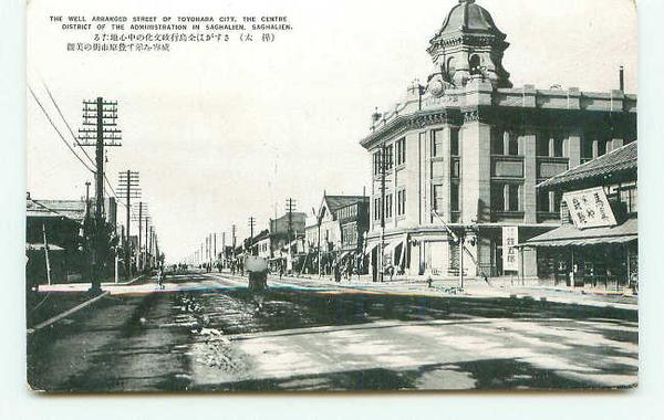 Главная улица Тоехара. Справа здание Управления Полиции.
