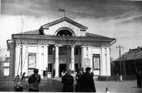 Кинотеатр «Комсомолец» на улице Сахалинской. Построен в 1954 г. Южно-Сахалинск.