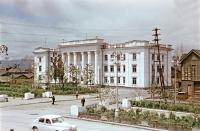 Здание Главсахалинрыбпрома на улице Сталина.