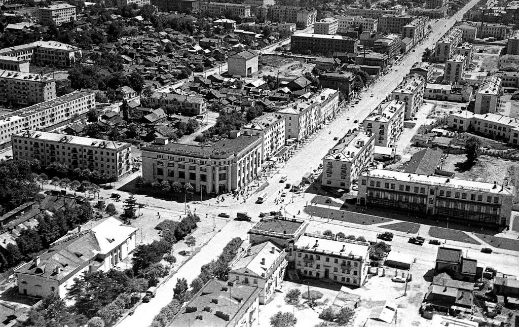 Панорама центрального района г. Южно-Сахалинска. Серия фотографий. Пересечение улиц Сахалинской и Ленина.