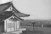 Храм Секонся с каменными собаками-охранителями -