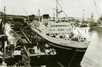 Холмский морской торговый порт. Выгрузка парома