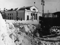 Расчистка от снега после метели, перекресток улиц Ленина и Сахалинской