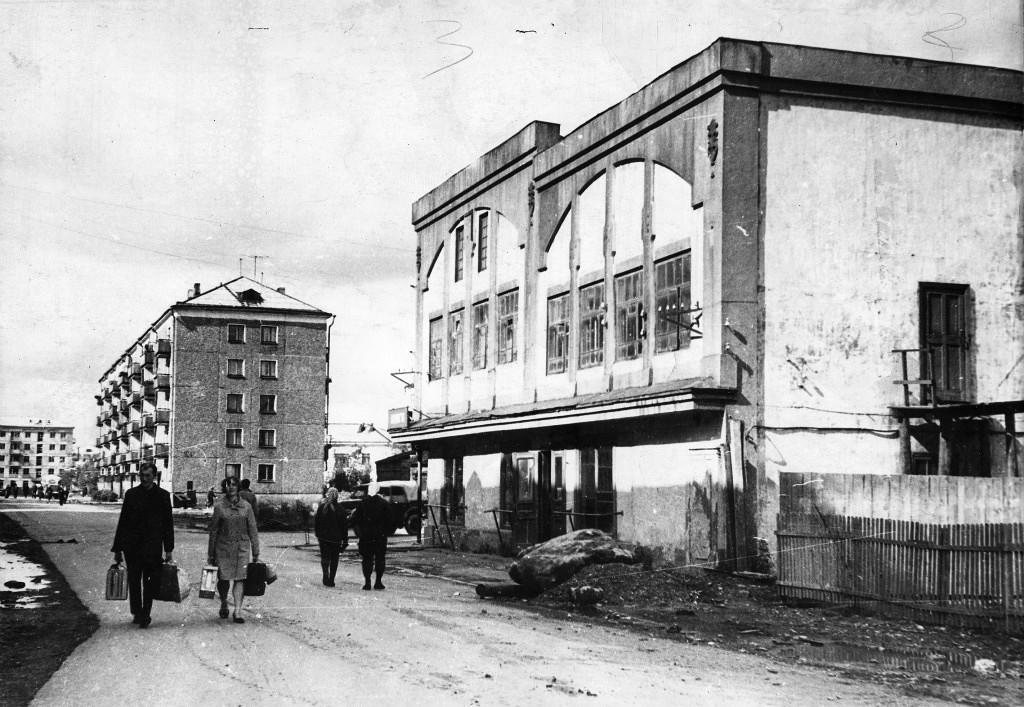 Т-образный перекресток улиц Хабаровской и Крюкова.