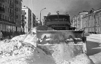 Расчистка от снега ул. Ленина. Слева находился магазин