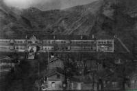 Старая школа в г. Чехов построенная японцами, находилась на месте нынешнего школьного стадиона. Лестница осталась до сегодняшних дней