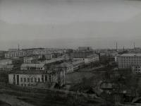 Вид на город Макаров. На переднем плане здание администрации.