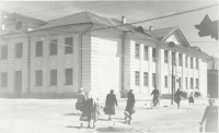 Видовая фотография здания мореходного училища г. Невельск