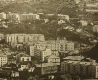 Панорама города (ул. Советская - южная часть, ул. Победы - вверх к Сахалинскому морскому пароходству)