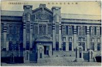Вход в здание средней школы г. Тойохары