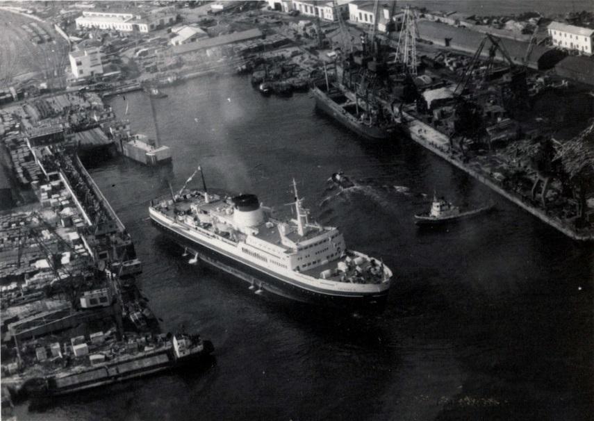 Вид с высоты птичьего полета на порт Холмска