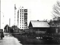 Первый 12-ти этажный дом в г. Южно-Сахалинске на проспекте Мира.