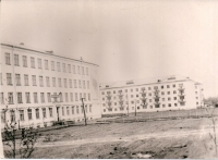 Вид на школу №23 и жилой дом по улице Тихоокеанской