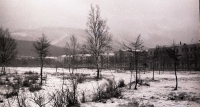 Первый снег.  Эта часть парка называлась Пионерской. Впоследствии здесь выстроили православный храм.