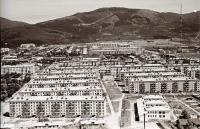 Панорама центрального района г. Южно-Сахалинска. Серия фотографий. Детский сад Ласточка и вид на жилые дома 3-го микрорайона