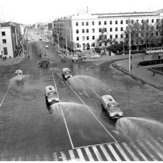 Полевальные машины на площади Ленина. г. Южно-Сахалинск.