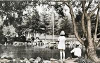 В городском парке Одзи. Тоёхара. Конец 1930-х годов.