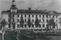Открытка. Южно-Сахалинск. Здание гостиницы.