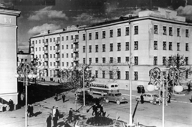 Улица Ленина. Вид на здание управление ЖД. 1960-е года.