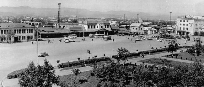 Вокзальная площадь железнодорожного вокзала.