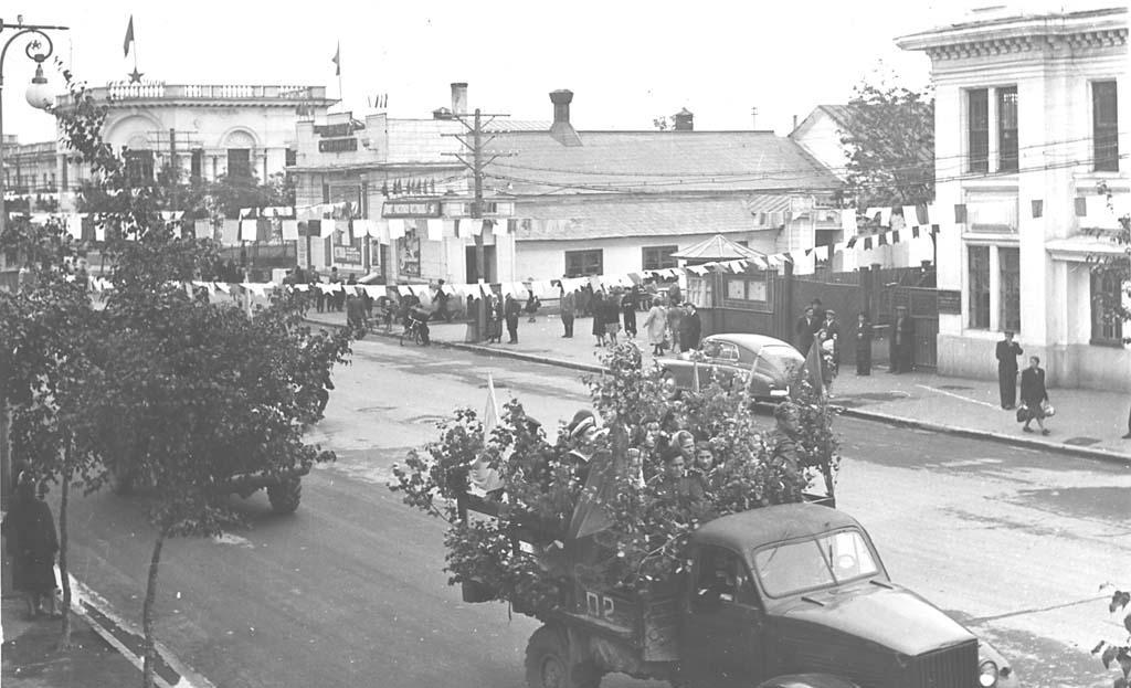 1950-е гг. Улица Ленина (напротив современного здания городской администрации).