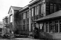 Старое здание Дома офицеров.
