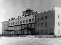 Вид здания аэропорта. г. Южно-Сахалинск.