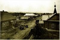 Одна из улиц Владимировки. Справа — часовня,  на освящении которой в 1890 году присутствовал А.П.Чехов