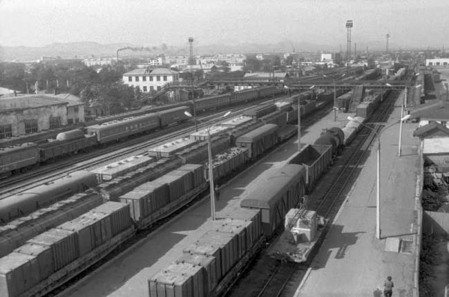Железнодорожный вокзал. Вид с осветительной вышки. Год съемки приблизителен.