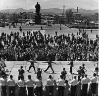 Выступление коллектива художественной самодеятельности на площади Ленина. г. Южно-Сахалинск.