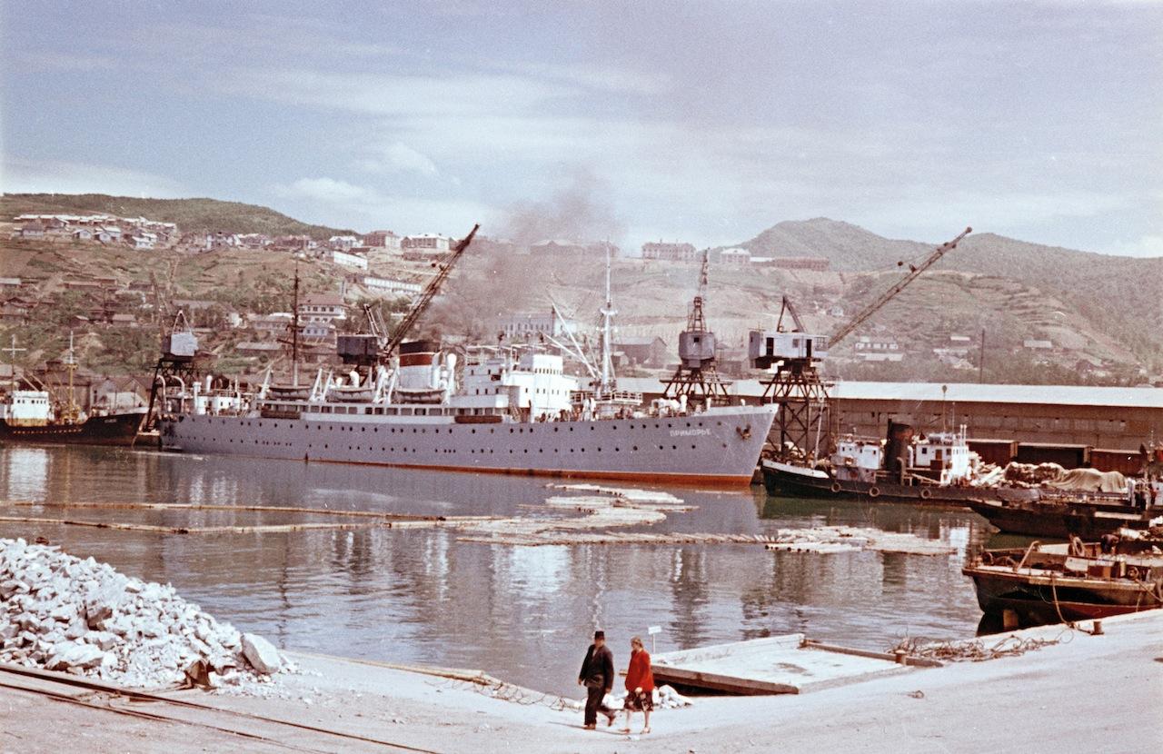 Серия снимков. Холмский порт. Сахалин.