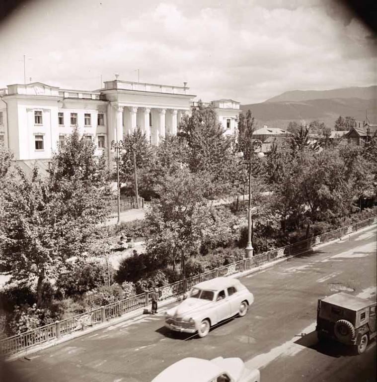 Улица Сталина. Вид на Главсахрыбпром.