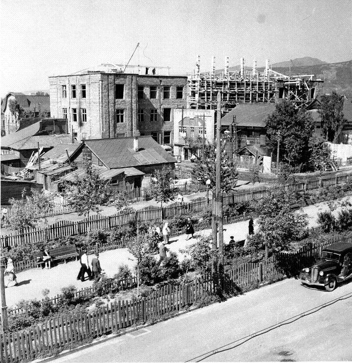 Строится здание управления Дальрыба на улице Сталина