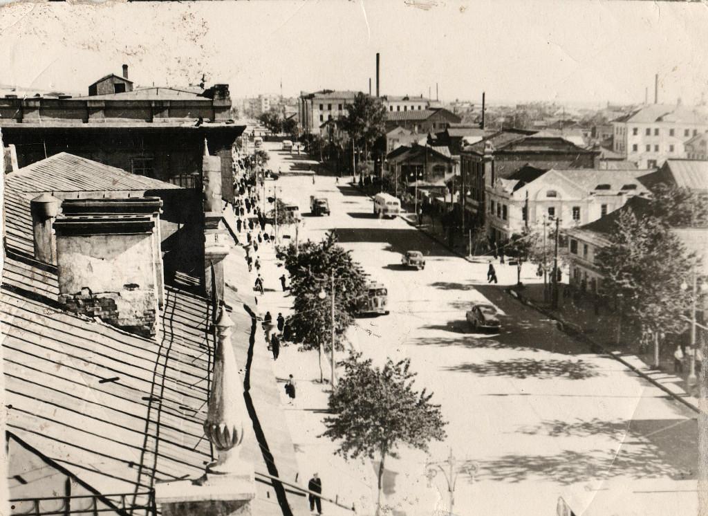 Улица Ленина. Фото сделано с дома №127.