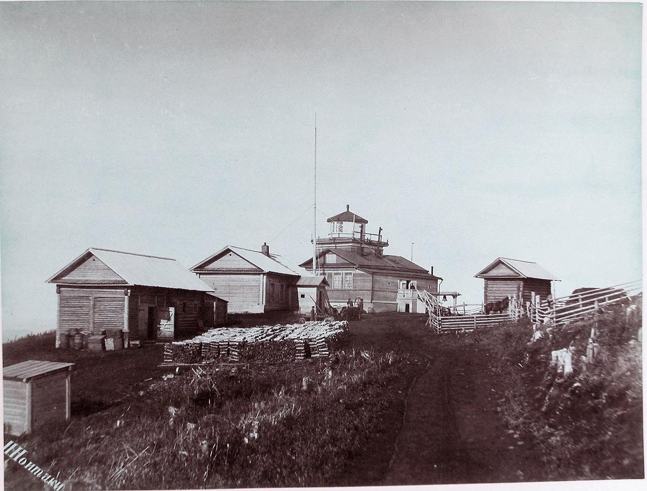 Вид на Жонкиерский маяк на Александровском рейде