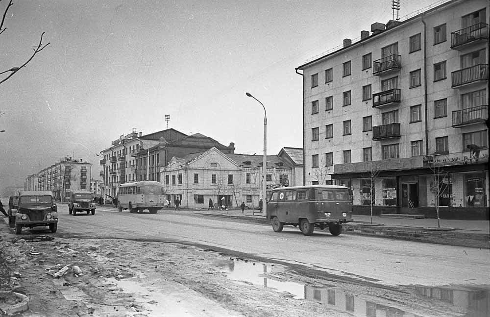 Улица Ленина. Вид с севера на юг.