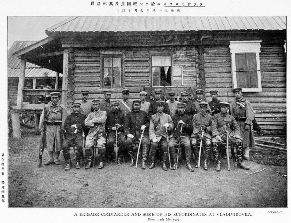 Японский командир бригады и его подчиненные во Владимировке.
