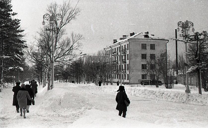 Коммунистический проспект. Вдали виднеется здание Областного суда.