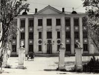 Средняя школа №6. Центральный вход.