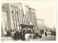Жители города Холмска перед началом праздничной демонстрации 1 мая 1961г.