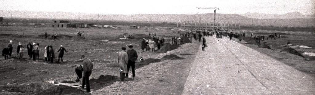 Дорога в новый строящийся аэропорт в Хомутово. Пока построен только каркас.