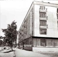 Детский мир, по улице Ленина. Напротив Рудоремзавода (ныне м-н Техник).