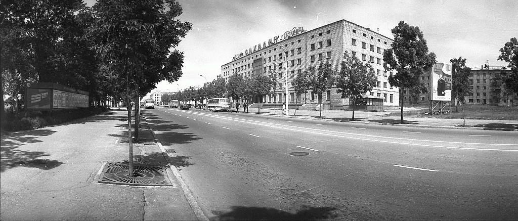 Гостиница Сахалин на улице Ленина в г. Южно-Сахалинске