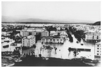 Фотография улиц города Углегорска после тайфуна 'Филлис' в августе 1981 года.