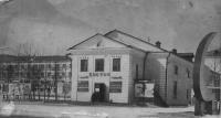 Кинотеатр 'Восток'. На площади стоял 'Серп и Молот'. На афише фильмы 1971-72 гг.
