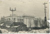 Финишные работы по отделке здания управления Дальрыба. Зима, улица Сталина.