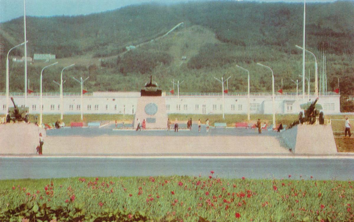 Памятник-мемориал на площади Победы.